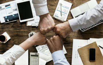 Advantages and Disadvantages of Having Franchise Partners